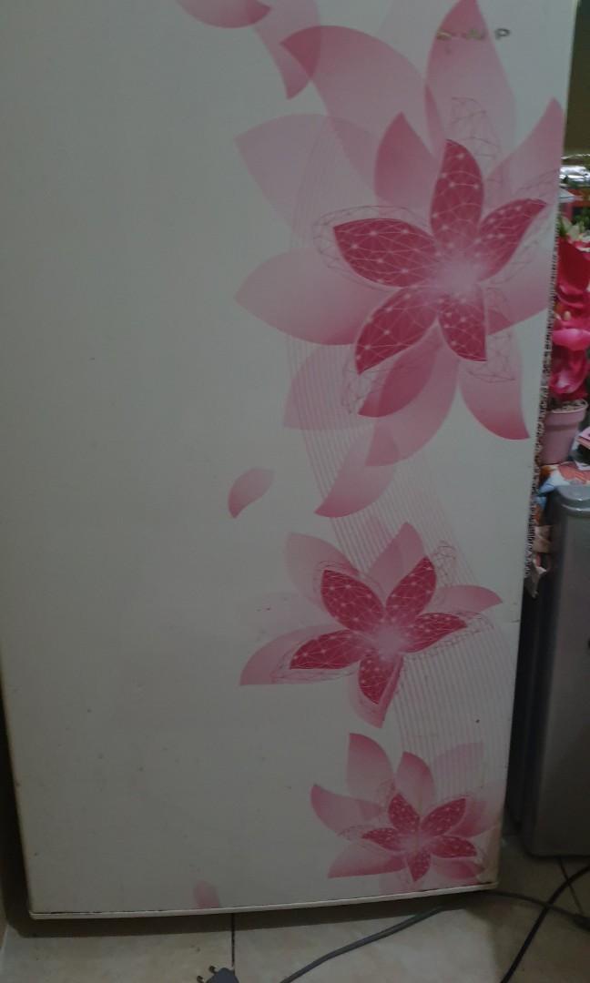 Kulkas 1 pintu sharp uwu ala pink