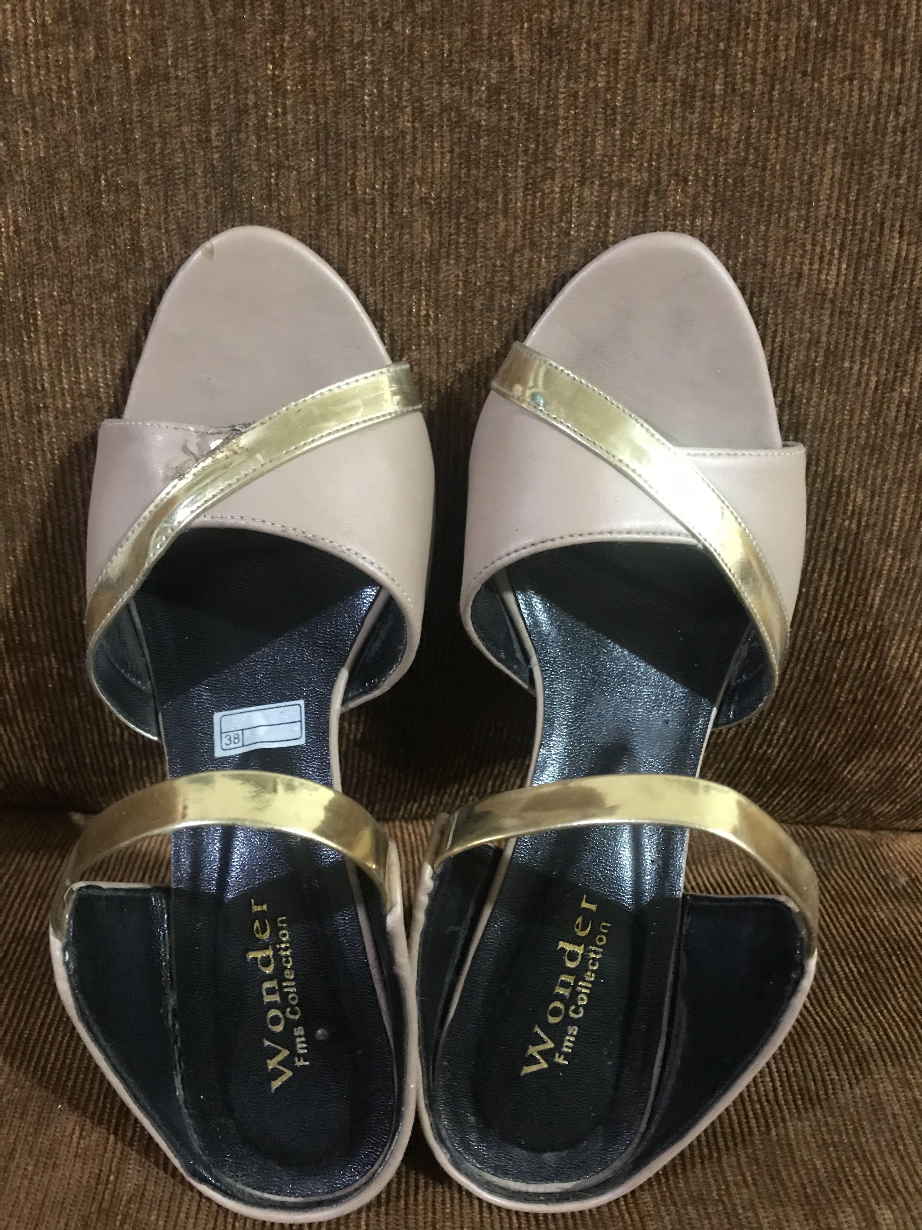 (preloved) cream heels