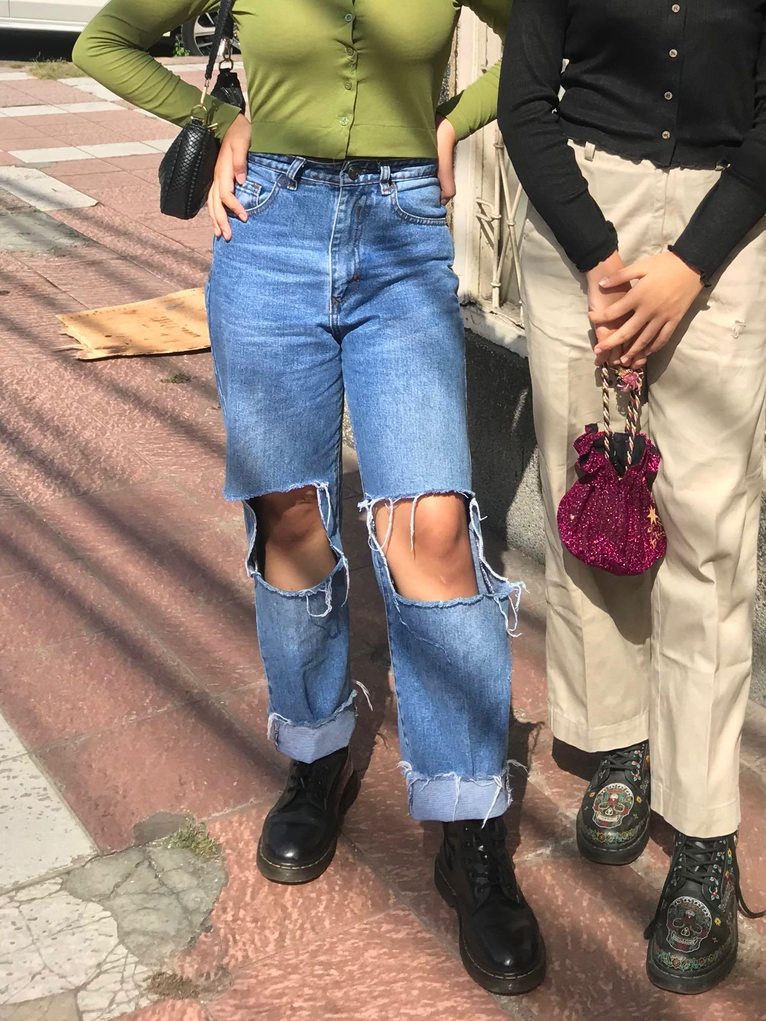 Ripped hole baggy jeans