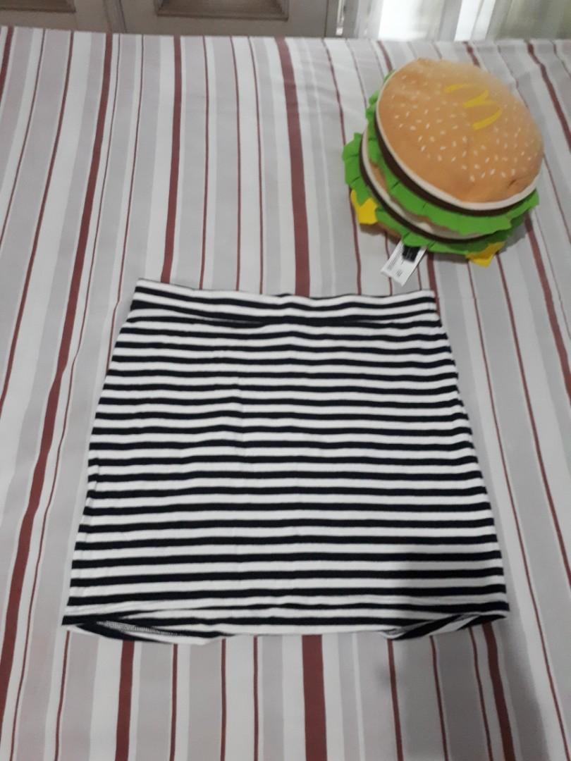 Rok Span H&M - Rok Motif Garis Hitam Putih - Rok Pendek - Skirts