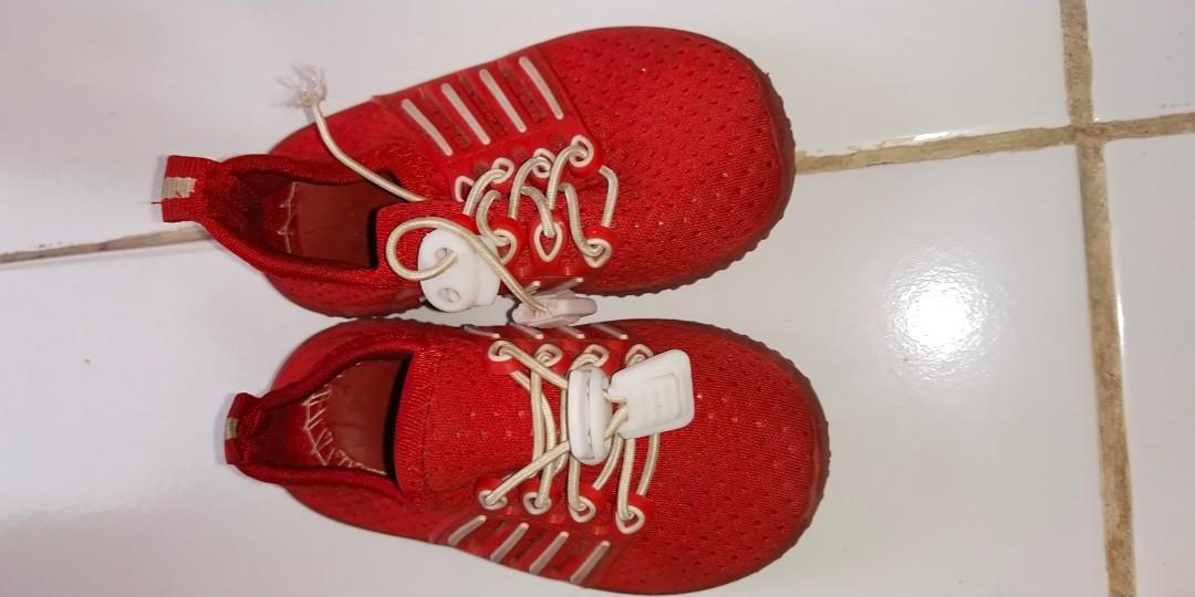 Sepatu sneakers anak merah #oktoberovo