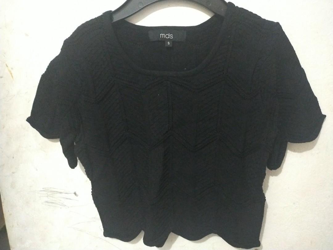 Short blouse rajut