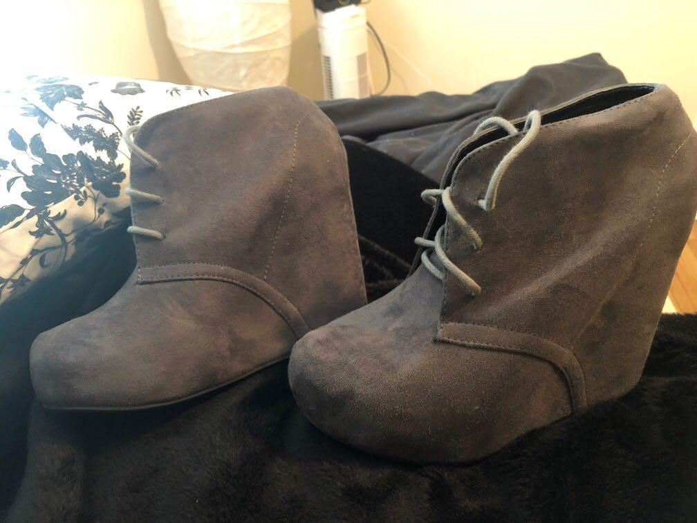 Suede plat form boot grey