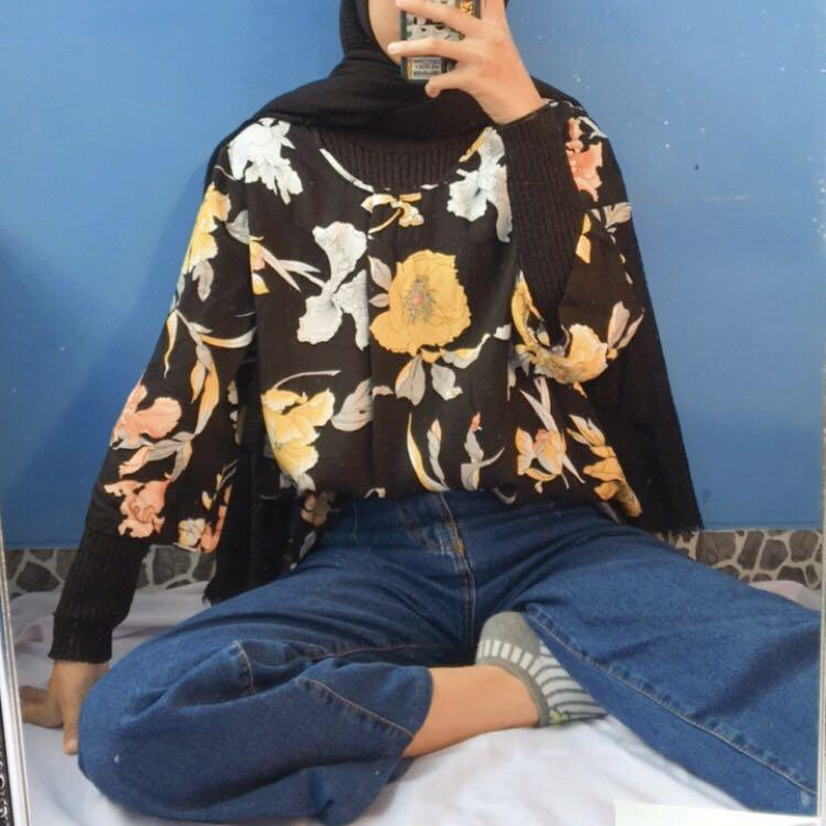 [Thrift] Blouse Motif Bunga