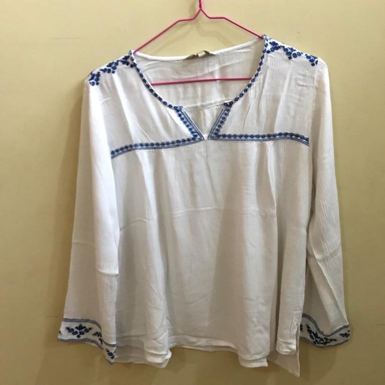 white blouse et cetera