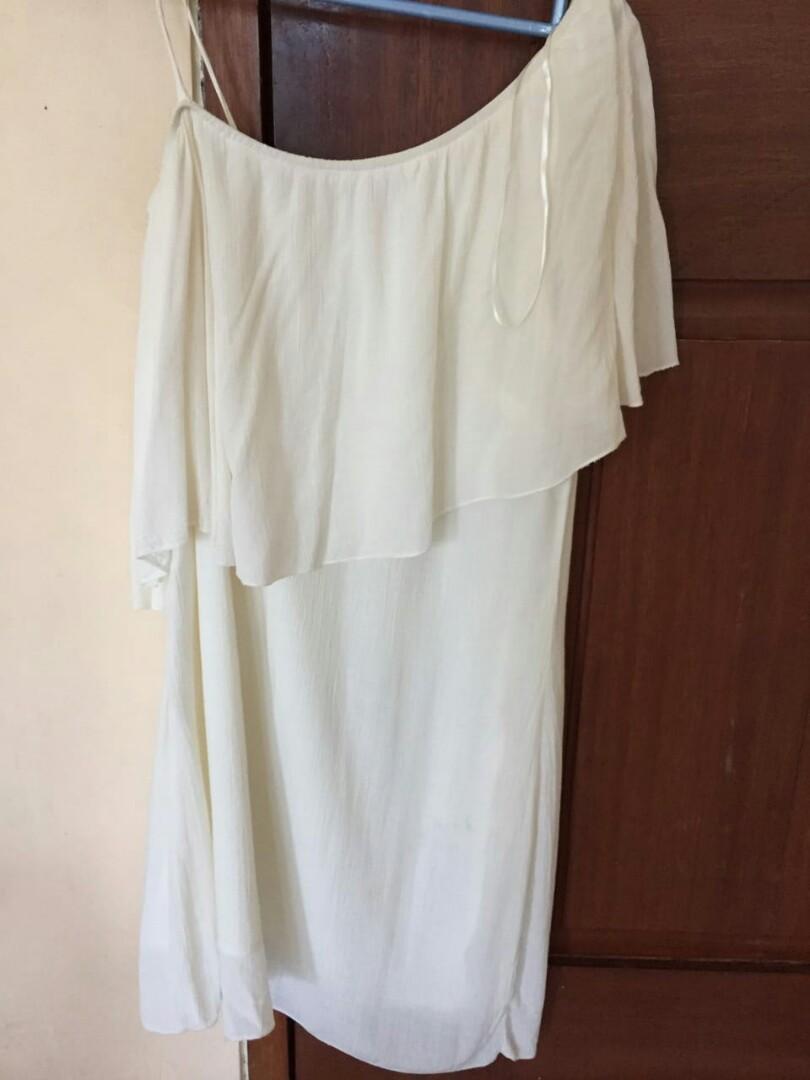 White Dress Off Shoulder Preloved Murah