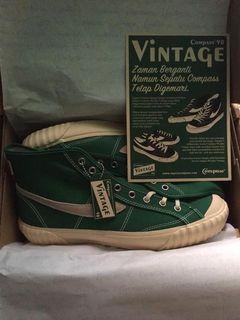 Compass Vintage 98 High Green Size 44 - NEW