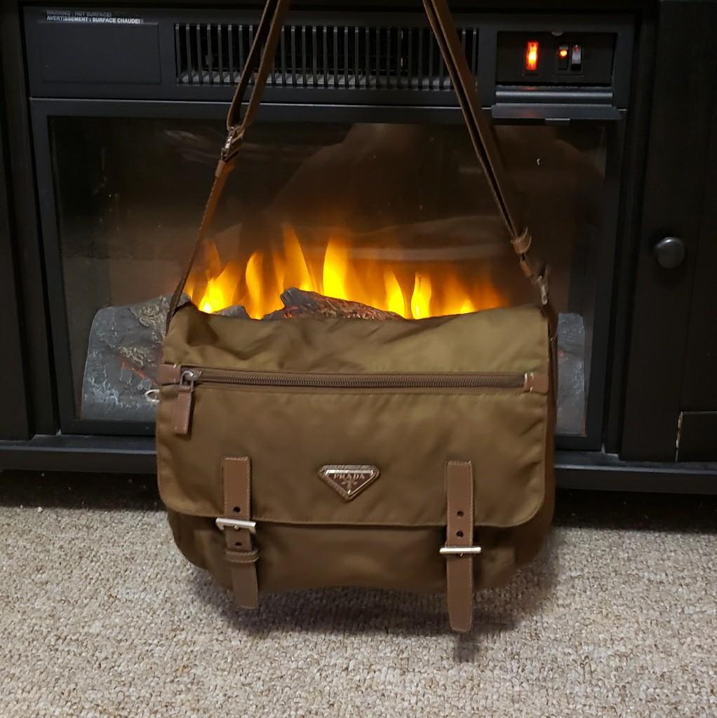 💯 Prada Nylon Sling Bag