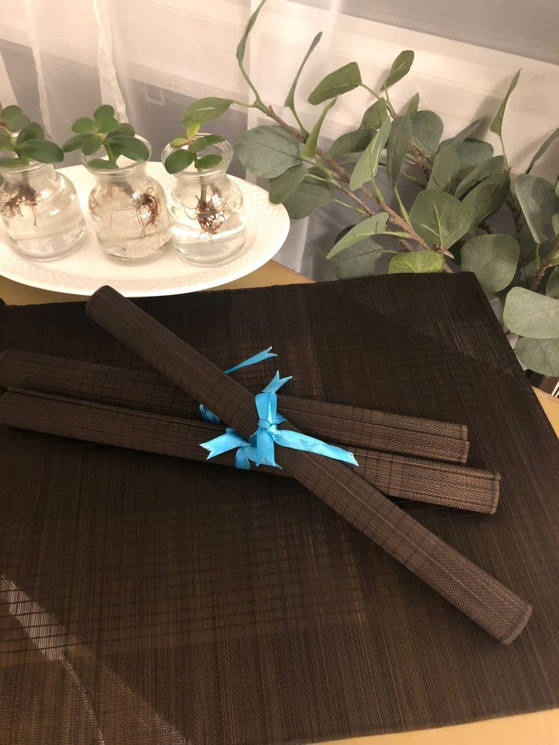 Set of bamboo-style placemats