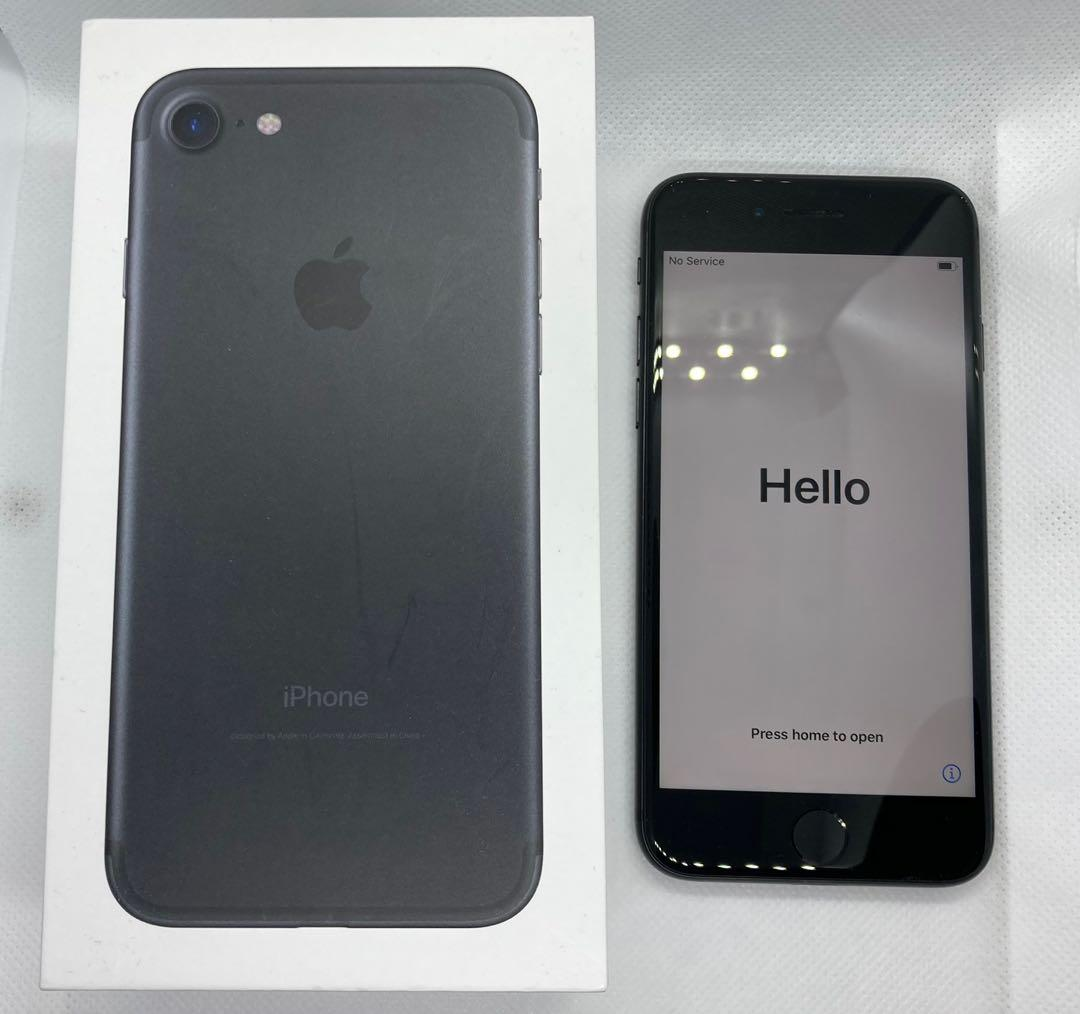 Black iPhone 7 128GB Mint Condition with Brand New Accessories.