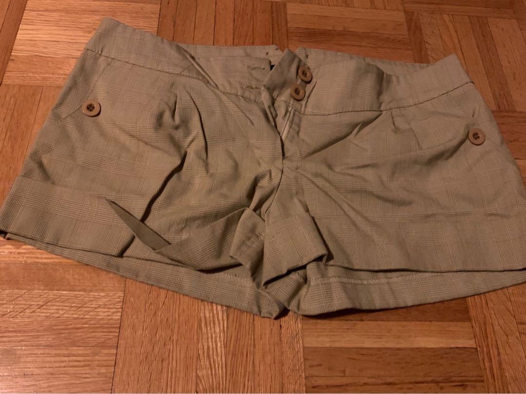 Urban Behaviour shorts size L