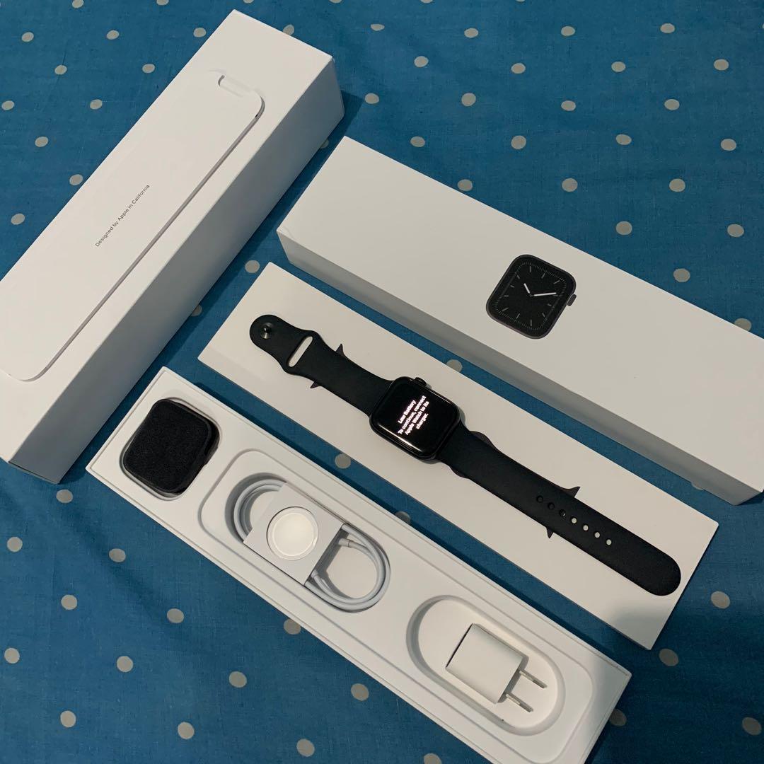 Apple Watch Series 5 44mm Gray sport band
