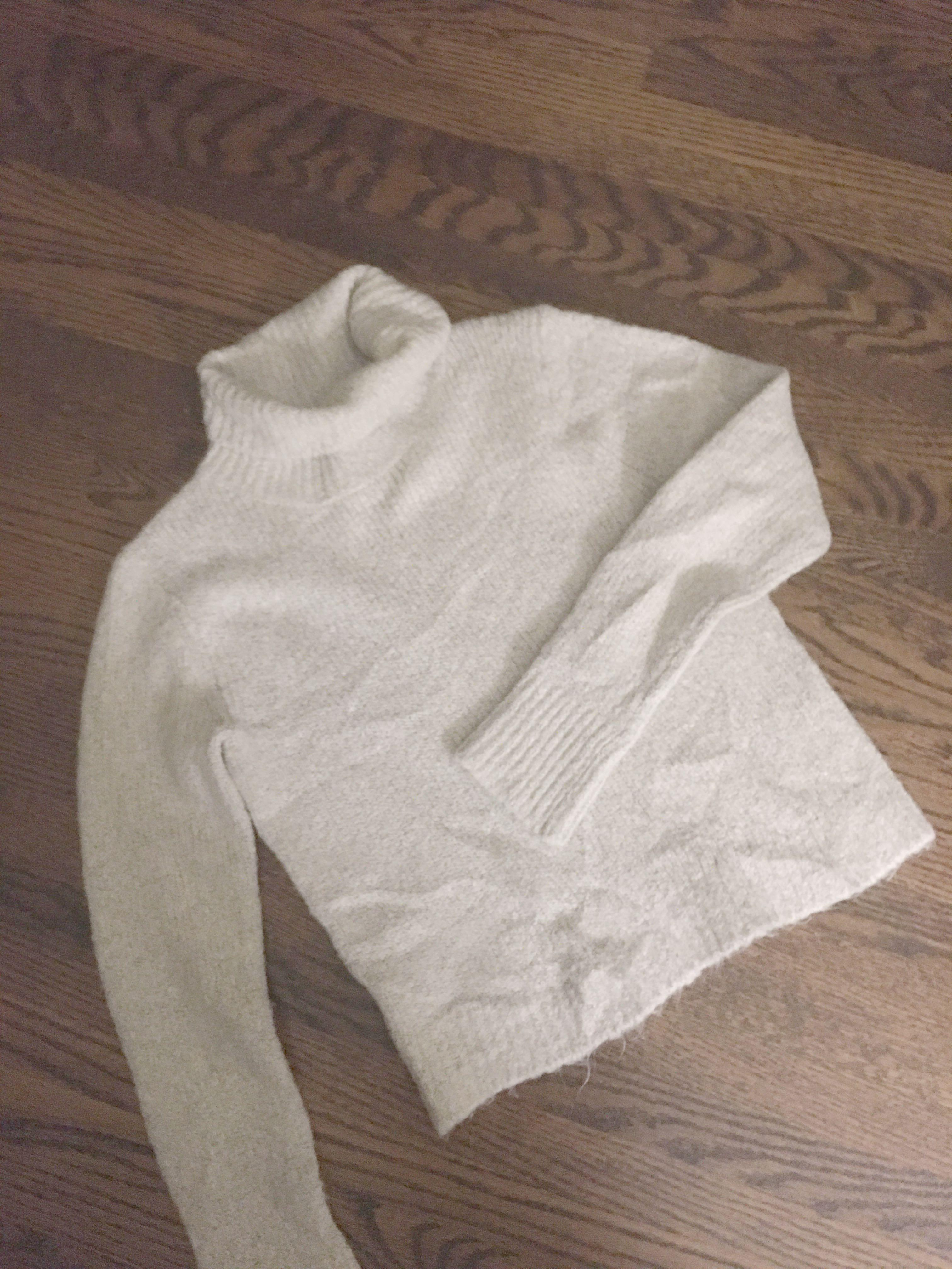 Brandy Melville light grey sweater size small