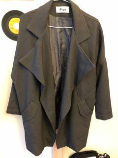 灰色長大衣