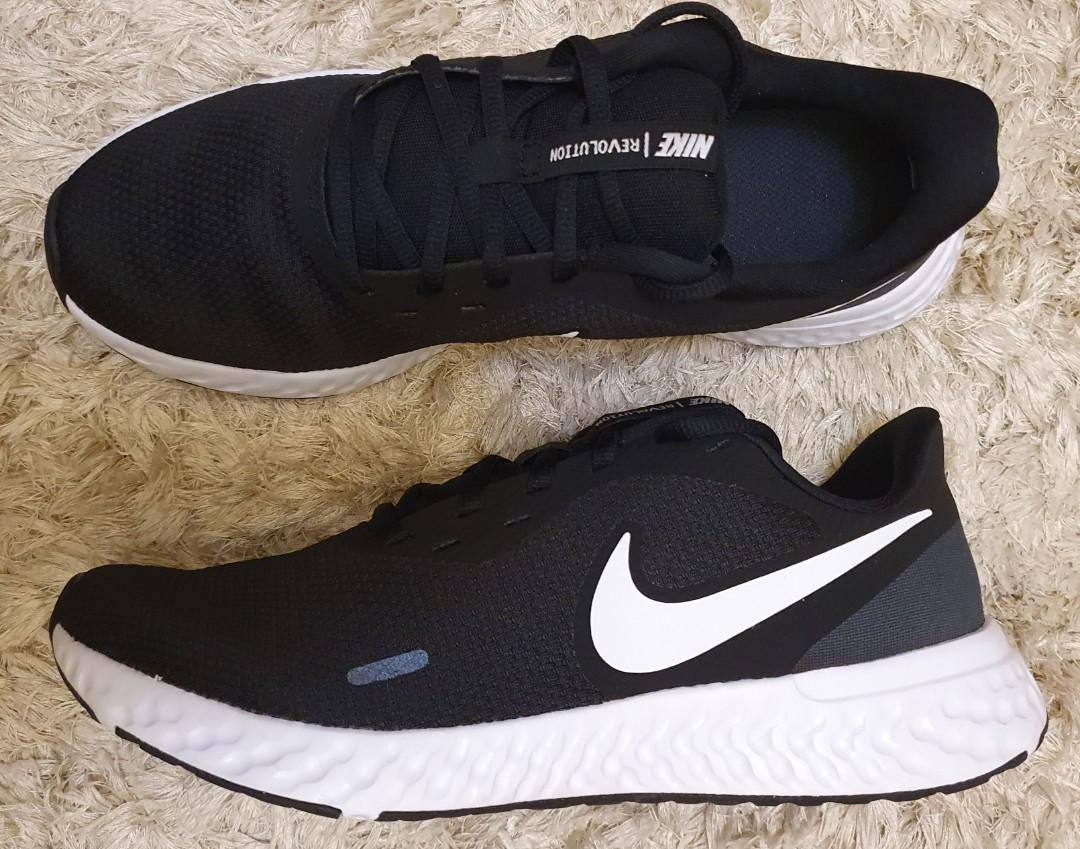 Nike Revolution 5 running shoes size 9