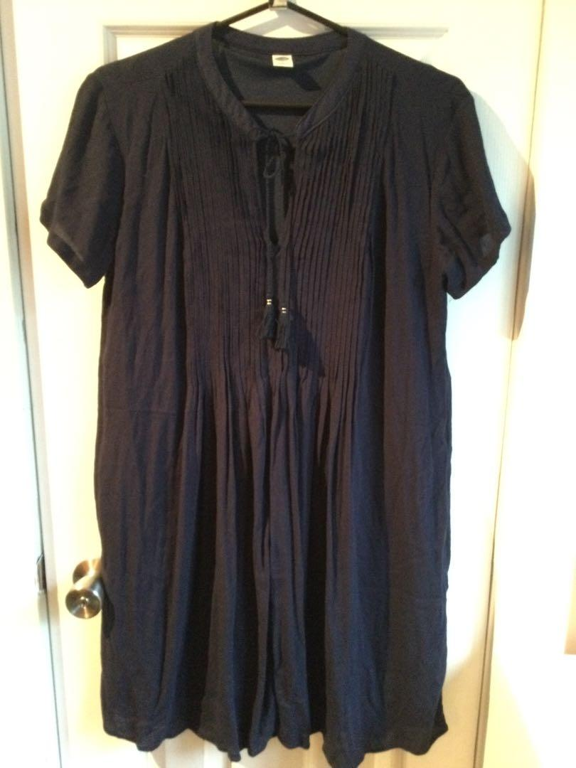 Old navy dress size small fits larger