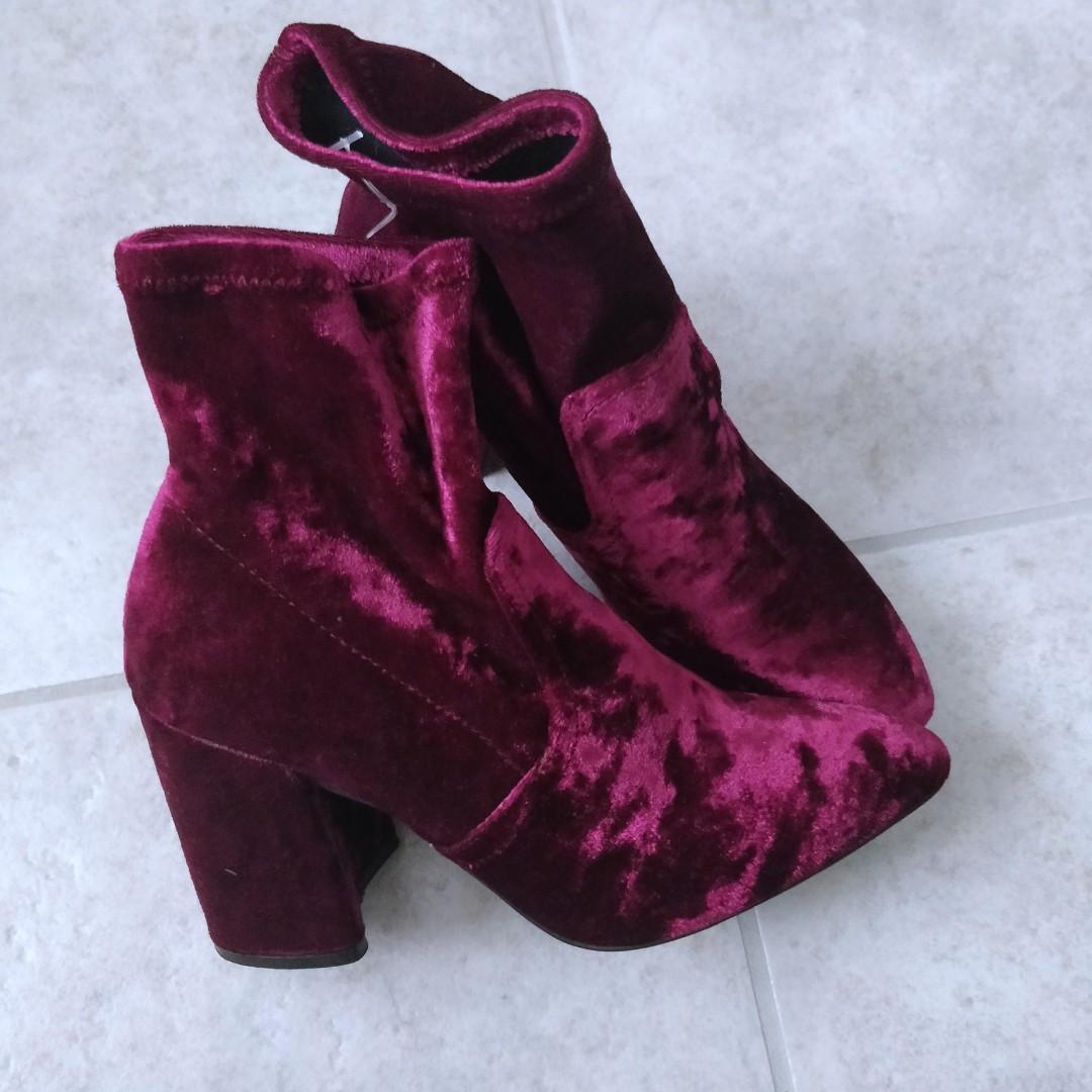 Qupid Burgundy velvet sock booties