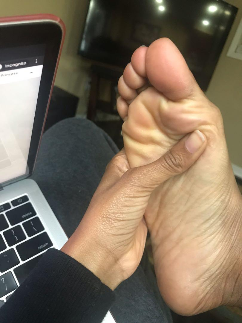 Selling Custom Feet Pictures 🥺💗