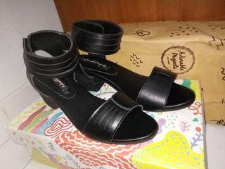 Sepatu Hitam Adorable Project Heels Shoes