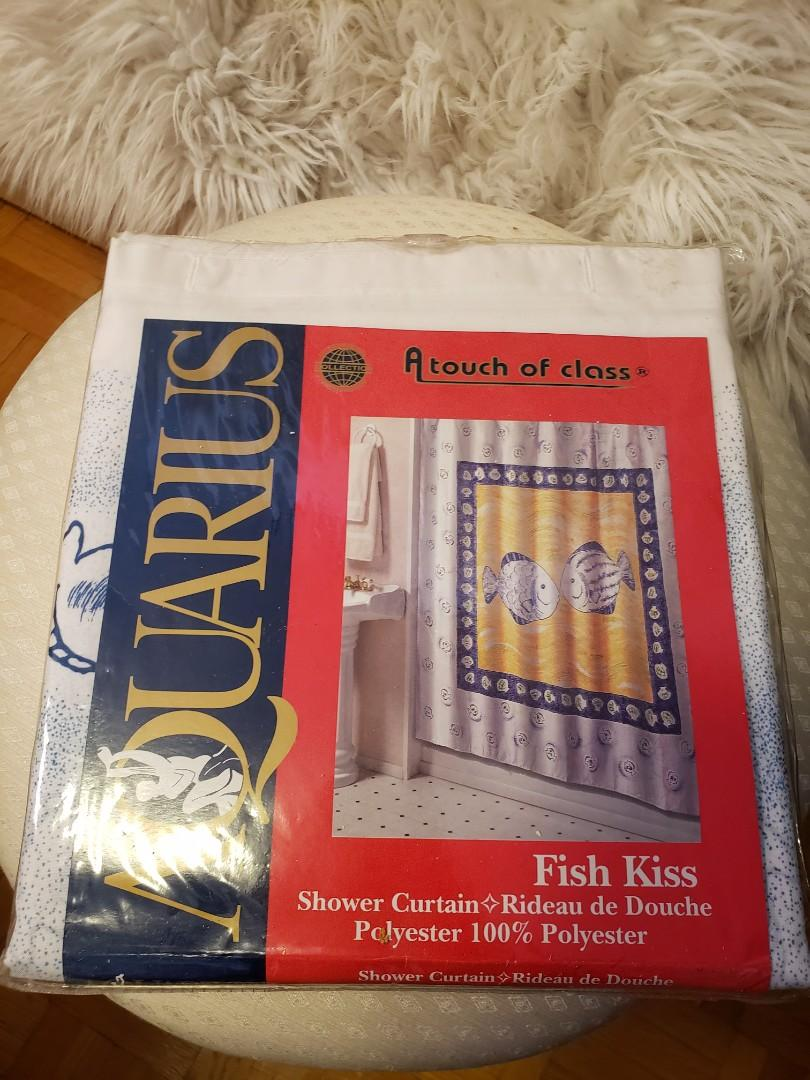 AQUARIUS Kissing fish shower curtain