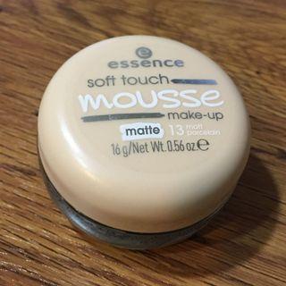 Essence 艾森絲 輕柔膚觸粉底慕斯 色號13 只用過一次