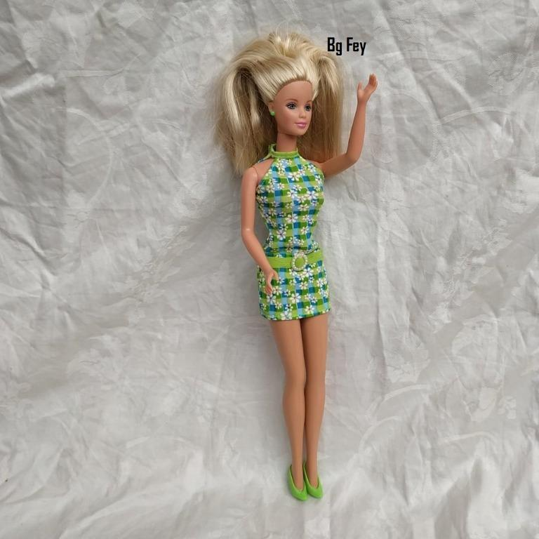 Blonde Barbie in Green Plaid Dress #20666 - Mattel 1988 - Original