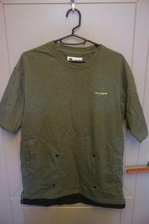 全新 Navy 假兩件 T-shirt 兩個口袋 軍綠色 踢恤