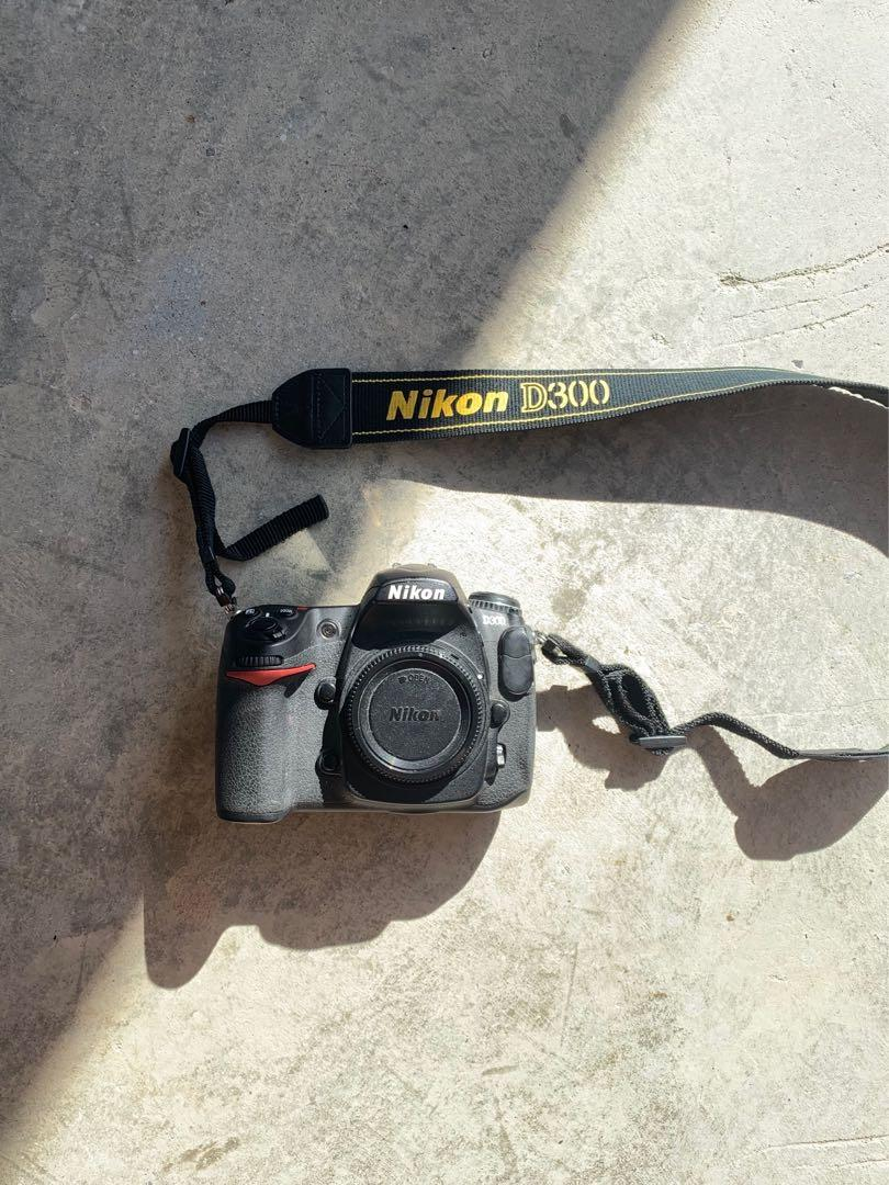 Nikon D300 DX 12.3MP Digital SR Camera
