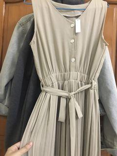 縮腰綁帶無袖百褶長洋裝 奶茶色 杏色 #換季 #2020掰掰