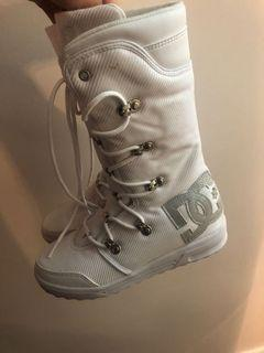 Brand new DC winter boots size 7