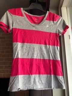 🔥 3 for $15 🔥 Nike athletics striped v-neck