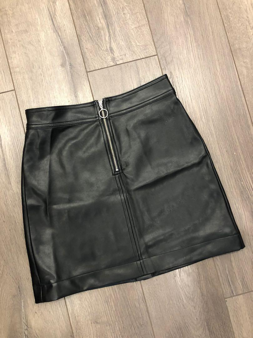 ARITZIA LEATHER SKIRT WITH ZIPPER FRONTA