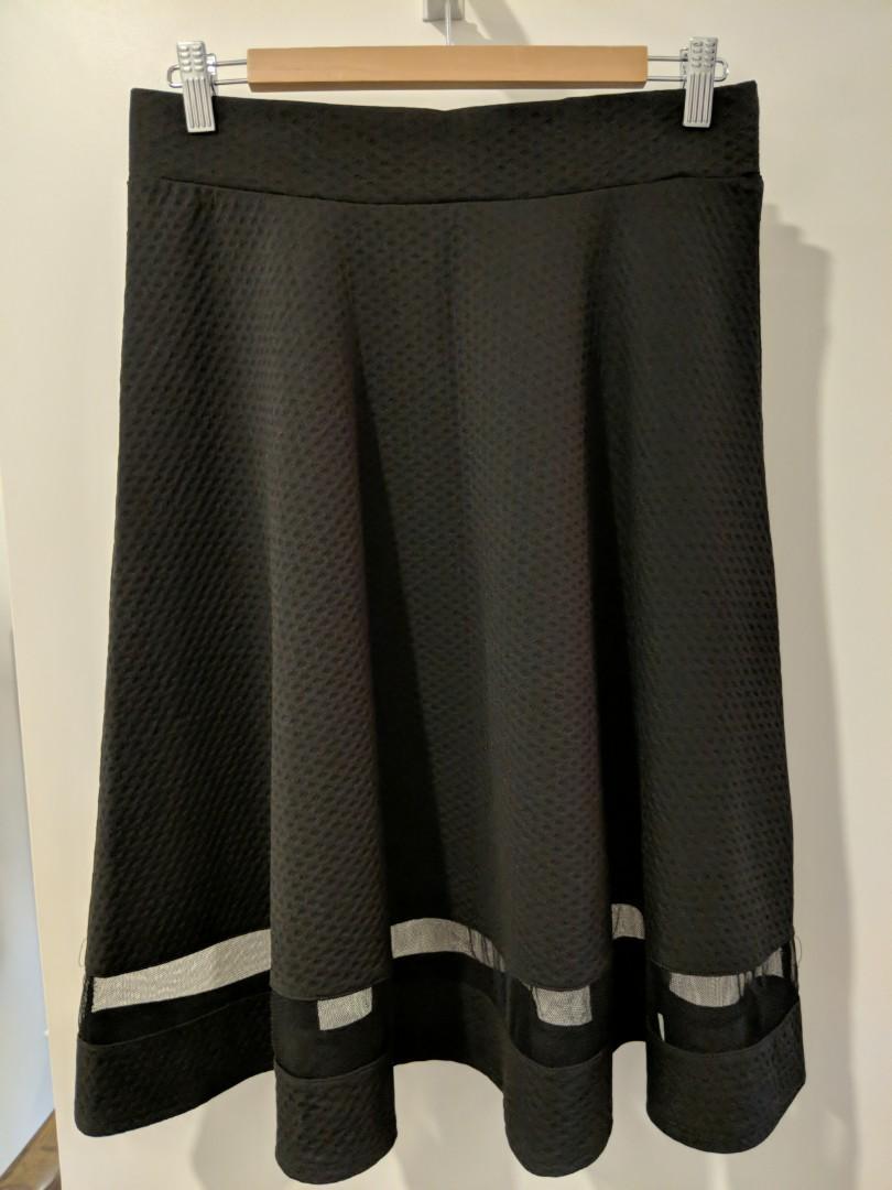 Flowy black skirt (L)