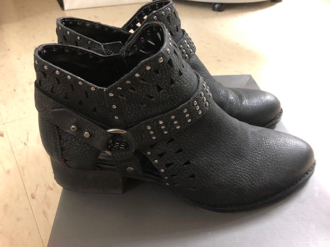 Women Vince Camuto Ankle Boots size 7