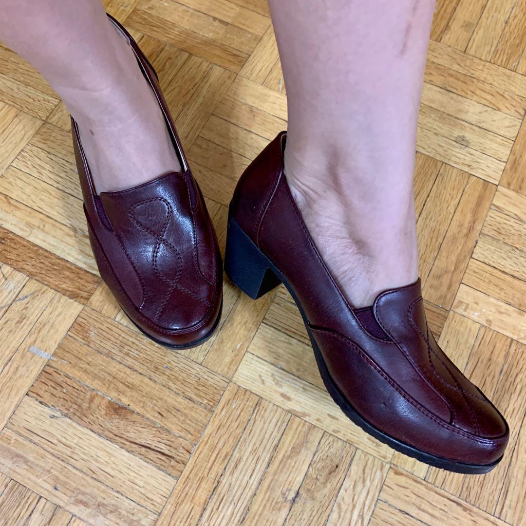 Cute Vintage leather shoes( size 6)