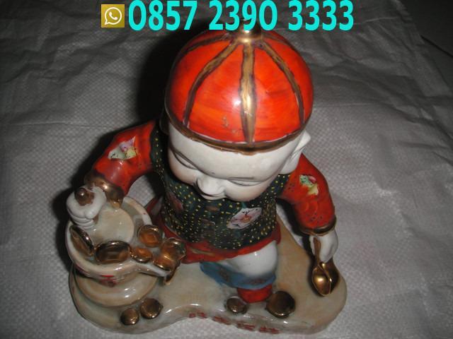 Patung Dewa Besar Topi Merah PMF6511