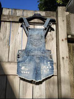 Short Dungaree Jeans