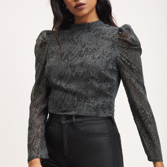 snakeprint cropped blouse with puff sleeves