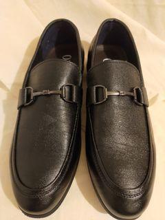 (新品)黑色鐵扣環設計真皮皮鞋