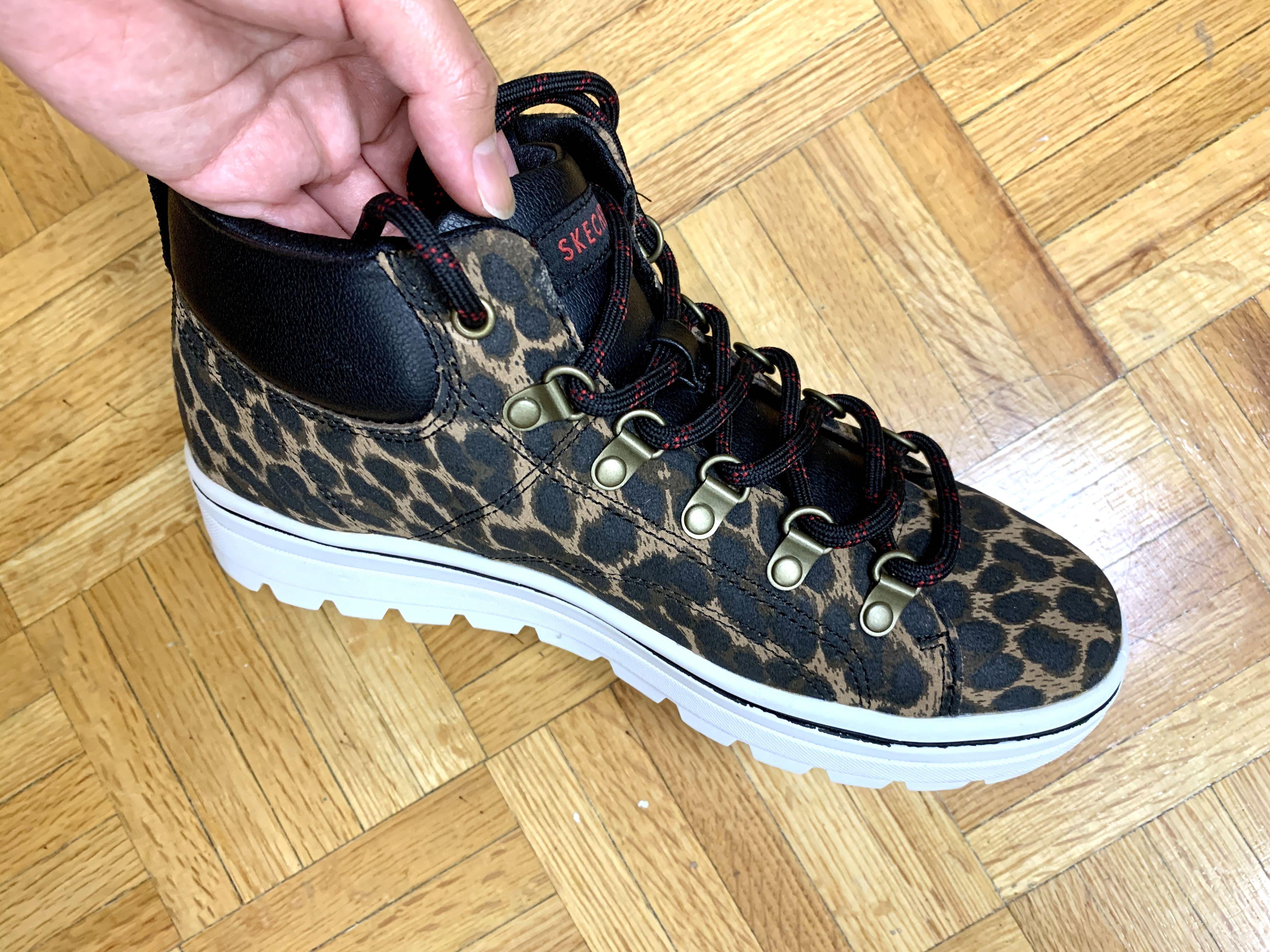 SKETCHERS mid top shoes(size 7)