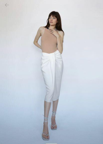 Brand new ZARA XS white midi skirt