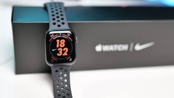 Kredit iwatch series SE 44mm Nike New
