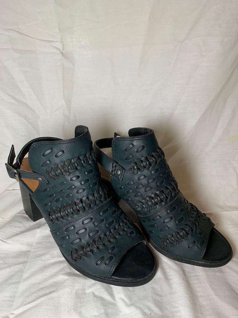 Sandal pumps