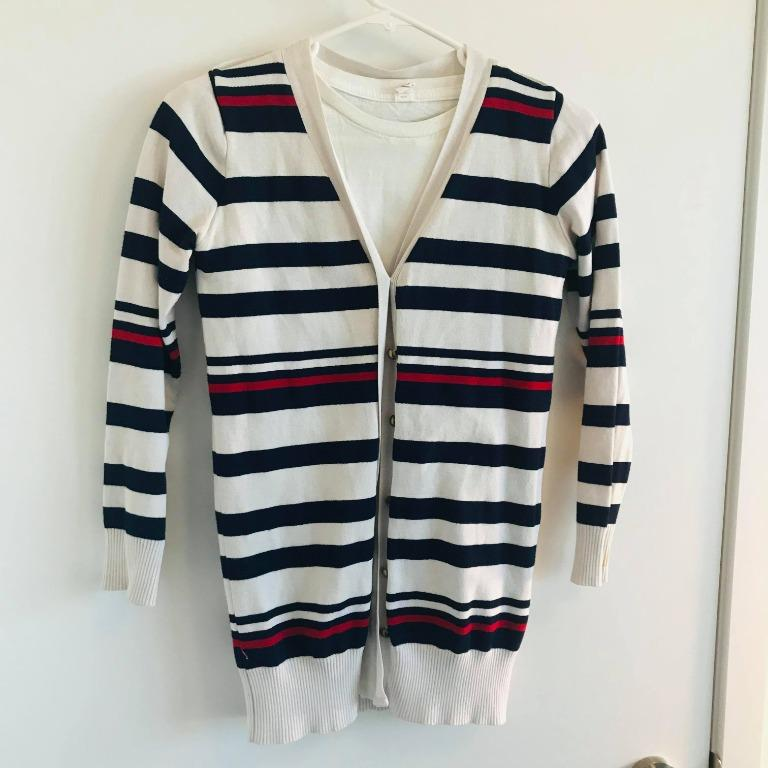 Long-sleeve sweater with buttons