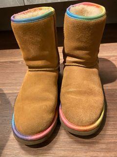 UGG 短筒雪靴 24.5cm 卡其色配彩虹邊 寒流出清價