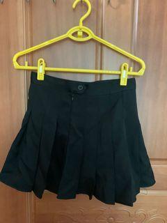 黑色百褶裙(內有安全褲)