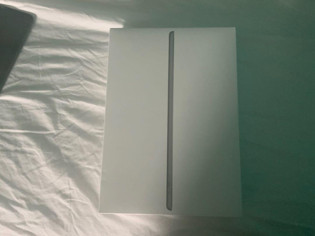 iPad 8 generation with box and charger, It realest September 15.