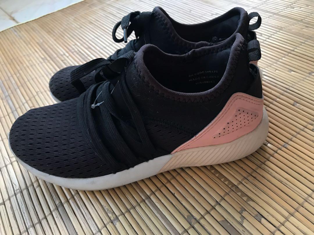 Sepatu olahraga primark