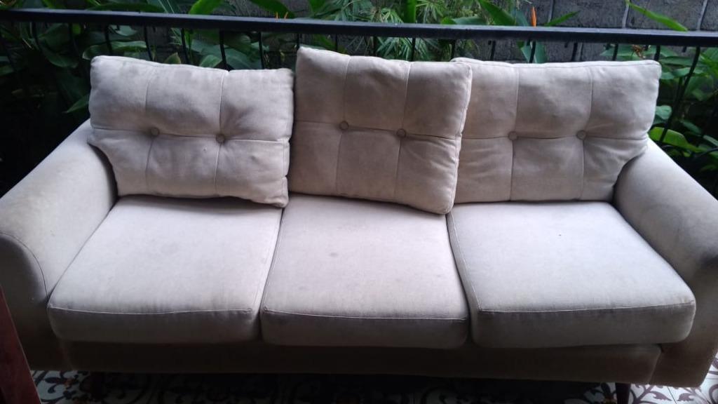Sofa dan bantal (cuci sofa dan bantal murah Jogja)