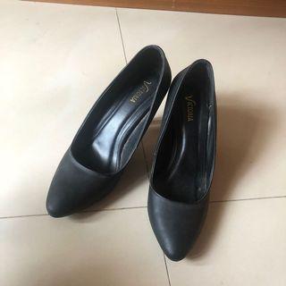 Victoria Black Heels